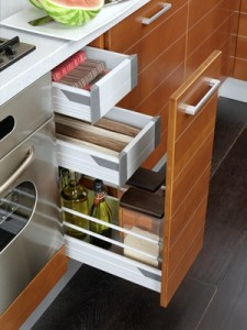 Nos astuces pour gagner de la place dans une petite cuisine for Tiroir de cuisine coulissant ikea