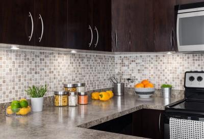 nos astuces pour gagner de la place dans une petite cuisine. Black Bedroom Furniture Sets. Home Design Ideas